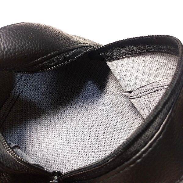Faux Leather Pouch 内部