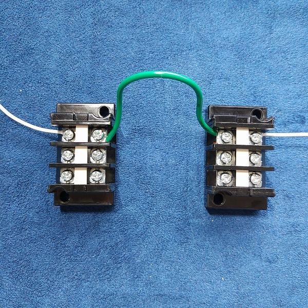 旧・春日電機 端子台 標準形 (セルフアップ) 極数3 - 二台連結