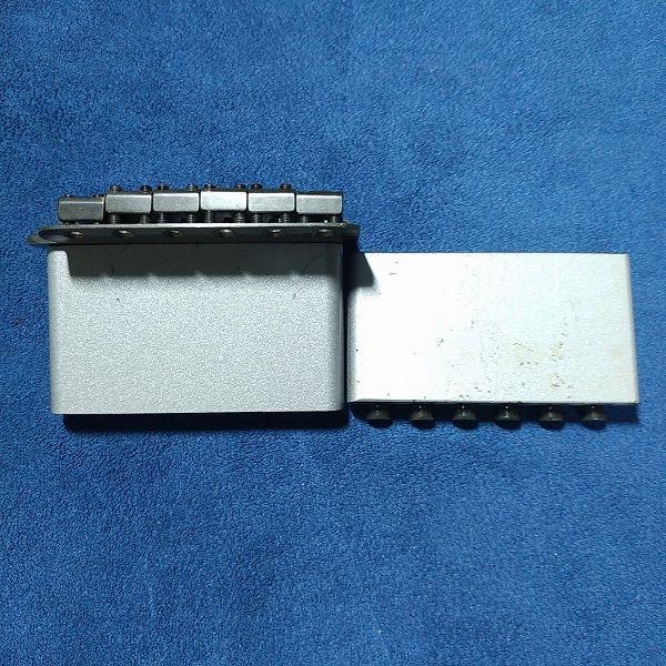 現行品 FENDER スチールブロック END ROXに交換後1