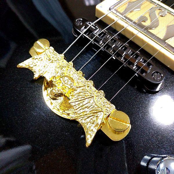 ゴールデン髑髏蝙蝠テールピース  斜めアングル