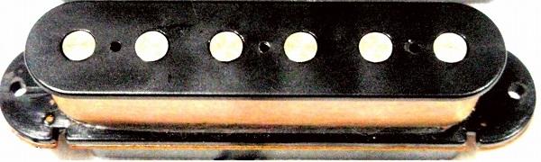 ポールピースがボビンに埋没しているシングルコイルピックアップ