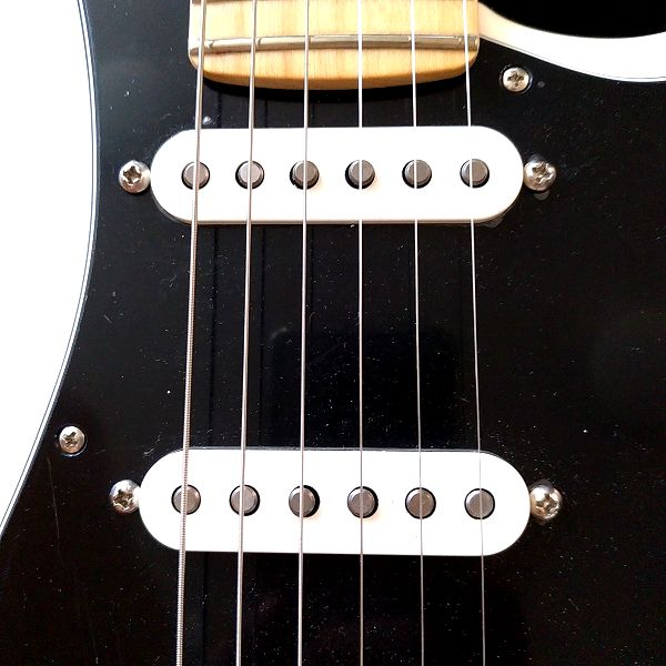 Fender Player Stratocaster Floyd Rose HSS ミドル&センターピックアップ